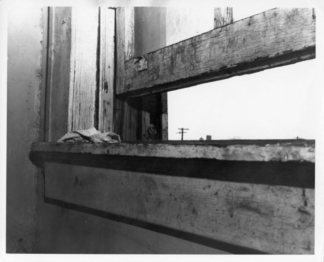 Crime scene photo of James Earl Ray&#039;s rooming house bathroom window